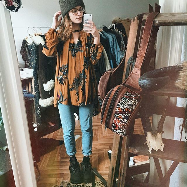 back to the roots mirror #ootd ✌️ from @vanellimelli