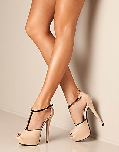 Steve Madden Heels nude colour with great tanned legs!
