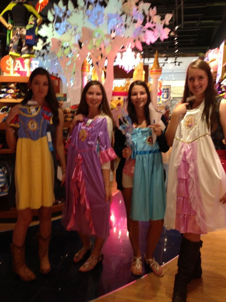 Picture with your favorite princess for mall scavenger hunt