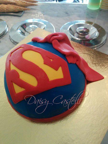 Superman gelato cake made by daisycastelli.com