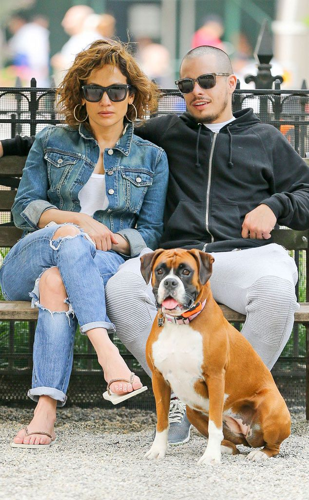 JENNIFER LOPEZ & CASPER SMART Too cute! The lovebirds enjoy a day in Madison Square Park with their dog. #celebritystyle #celebs #jenniferlopez