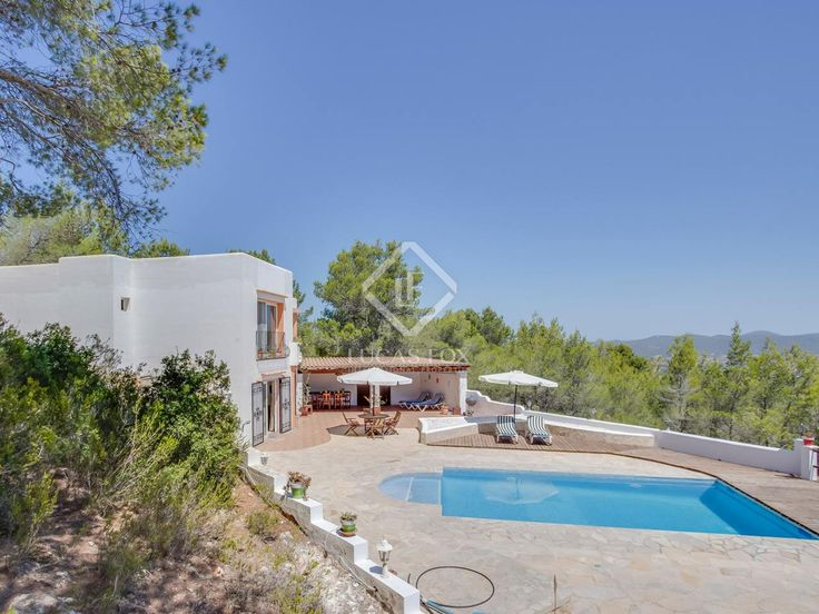 Beautiful 4-bedroom villa for sale with a swimming pool, situated 5 minutes from San Agustín, Ibiza (IBZ7201).