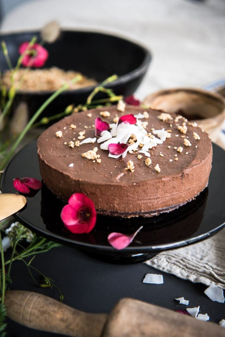 Gâteau au chocolat cru - recette healthy sur www.pliumeetcaramel.com