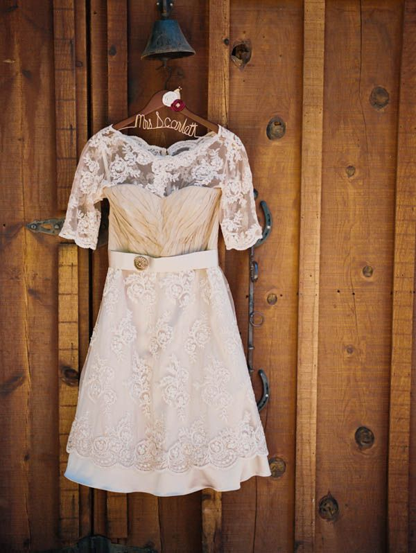 vintage wedding gown with lace sleeves #vintage #weddingdress #lace http://www.weddingchicks.com/2014/01/21/vintage-southern-wedding/