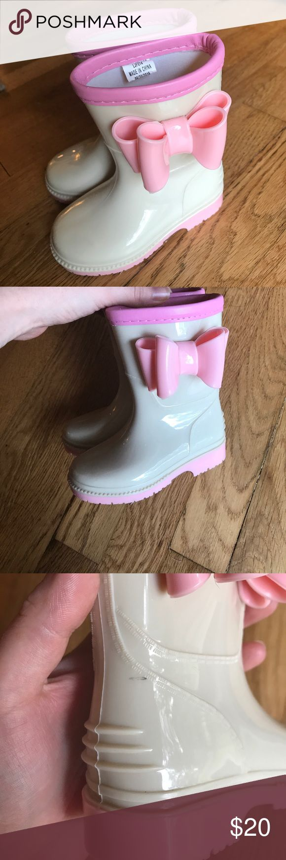 🌸HP🌸 Jelly Beans Boots Hands down the CUTEST boots EVER!!! I have been holding onto them like a hoarder because I love them so much but my daughter outgrew them 6 months ago 🙈 these are well made and look excellent. There is a small scuff as shown in pic 3 that you can probably buff out. I also have the box! Jelly Beans Shoes Rain & Snow Boots