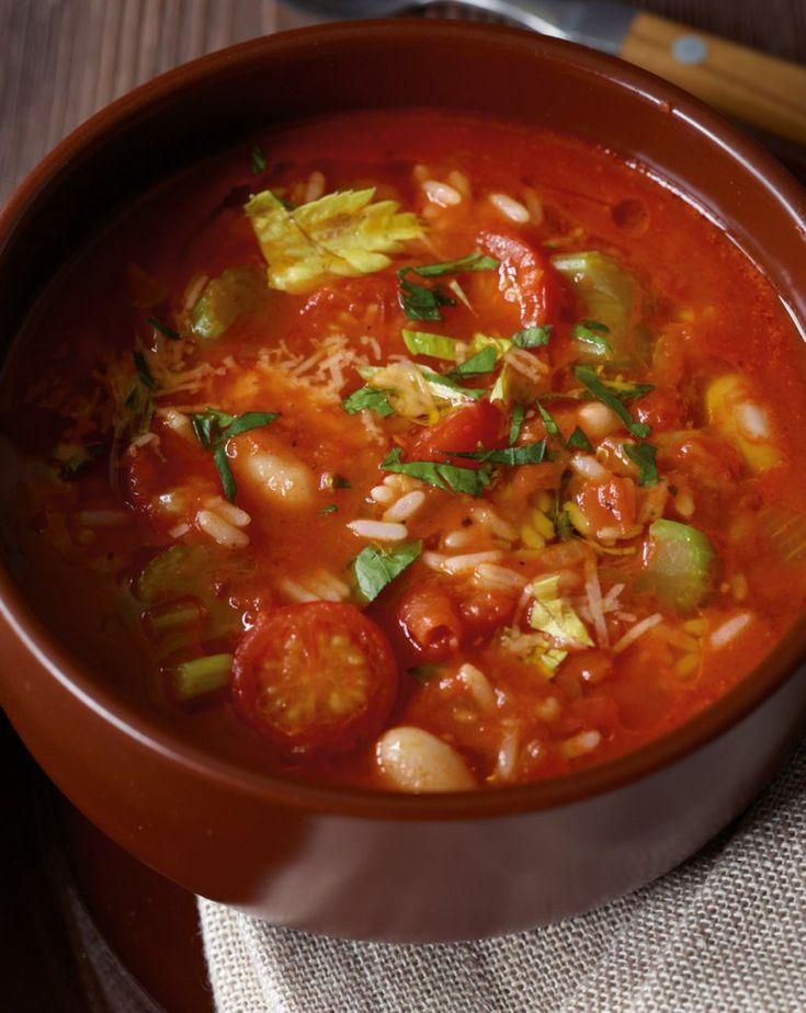 Bohnen, Sellerie, Tomaten, Reis, mit Petersilie und Käse - so schmeckt der Winter!