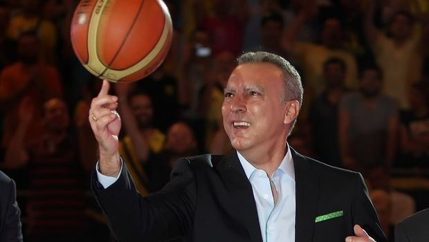 """Nick Galis,nicknamed the Gangster,inspired the nation leading Greece over the USSR in the final of the 1987 FIBA championships scoring 40 points in the 103-101 thriller,the country's""""Do you believe in miracles?""""moment.But the story didn't end there.19 years after he played his last game his former team Aris paid tribute to him.Former teammates& opponents joined 5,500 fans in the Salonica arena to honor him.He delighted them by spinning a basketball on a finger and dribbling through his legs."""