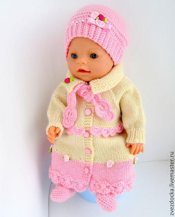 Купить или заказать комплект 'Принцесса'  одежда для куклы Baby Born в интернет-магазине на Ярмарке Мастеров. Малышке Baby Born непременно понравится новый образ! Сказочно красивый наряд сделает из малышки Baby Born настоящую принцессу. Длинное пальто с шикарными розочками дополнено сапожками. Также в комплекте есть модная шапочка и кружевной шарф. Все украшения пришиты. Одежда предназначена для куклы Baby Born высотой 43 см. Маленькая мама сможет часами играть с набором, наряжая куклу и…