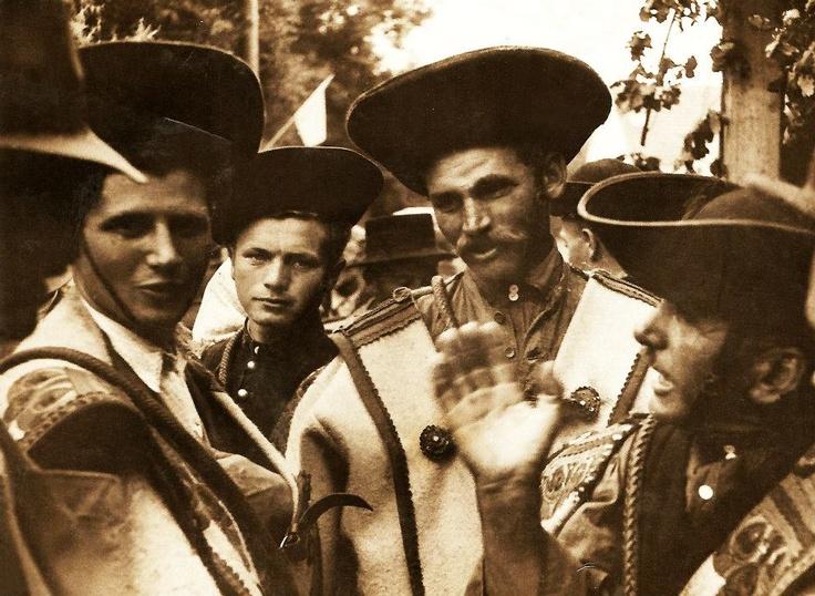 hortobágy anno - A háttérből figyelő ifjonc Kordás József, Hortobágy örökös pásztora - the young boy is József Kordás, eternal shepherd of Hortobágy - Hungary
