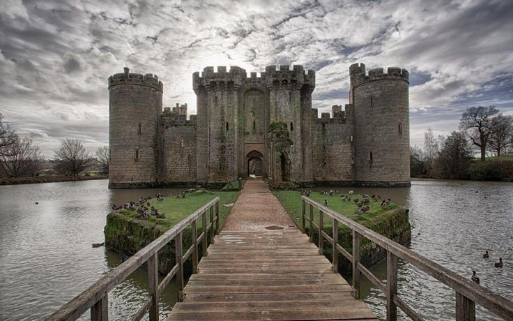 Замок Бодиам (Bodiam) в Великобритании