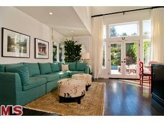 seatingoffkit21 Tori Spelling's old home which was remodeled from top to bottom