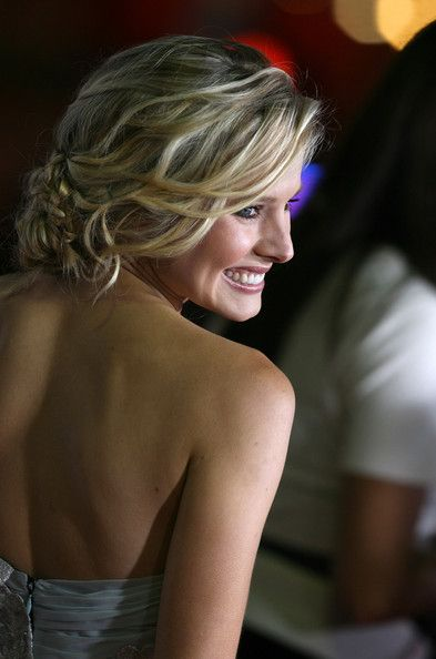 More Pics Of Kristen Bell Pinned Up Ringlets In 2019
