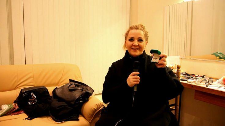 """Нино Катамадзе выставила на торги Благотворительного Аукциона """"Бумажный Кораблик"""" любимейшие серьги, которые были сделаны её отцом — ювелиром. На протяжении многих лет певица выходила на сцену, украсив себя фамильной реликвией, о чем свидетельствуют многочисленные фото и видео с выступлений певицы. #джаз #нинокатамадзе #insight #ювелирныеукрашения #серьги #золото #вещизвёзд #благотворительность #аукцион #благотворительныйаукцион #бумажныйкораблик"""