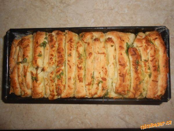 Česnekový trhací chleba