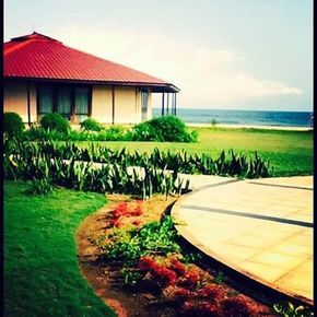 The Villas RLJ Kendeja Resort, Monrovia. The day was just too picture perfect to pass on this shot. All the elements were in alignment. When the universe conspires to be impressive and win hearts. ❤️#rlj #kendeja #monrovia #liberia #beachresort #villas #sun #instasun #oceanblueandsand #greenthings #beachoasis #beach #atlanticocean #africa #travelgram #travel #travelsoul