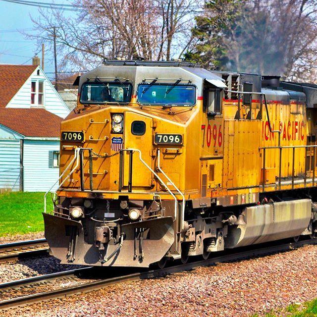 #trailblazers_rurex #daily_crossing #rail_barons #railways_of_our_world #trains_worldwide #pocket_rail #jj_transportation #ig_shutterbugs #ig_photolove #railmarkable #train_nerds #eisenbahnbilder #trainphotography #splendid_transport #train_of_our_world #trains #railway #railroad #railfans_of_instagram #ig_trainspotting #kings_transports #unionPacific #7096 #up7096 #trb_members1 #trainsstagram by thisguycjones