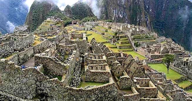 موقع التراث العالمي هي مناطق أو معالم قد تكون بنايات من صنع البشر أو مناطق طبيعية او خليط فيما بينهما وهي مناطق أ World Heritage Unesco World Heritage Heritage