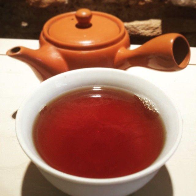 """Jin Qian Bao """"China Gold Black Tea"""" après 45 secondes d'infusion en kyusu... Délicieuse tasse cuivrée, très douce et tonifiante!"""
