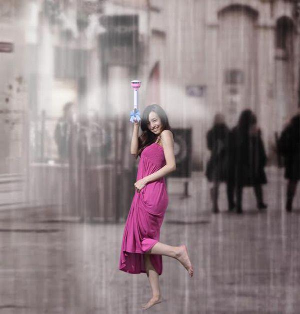 Air Umbrella: Was wie ein Aprilscherz klingt, ist ernst gemeint: Chinesische Erfinder haben einen Regenschirm konzipiert, der mit Luftdruck für einen trockenen Körper sorgen soll. Trotz ein paar Mängeln findet das Konzept viel Zuspruch. (Bild: Kickstarter, Chuan Wang )