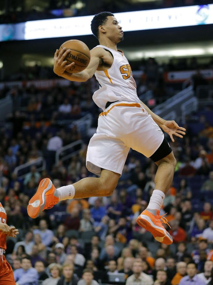 Phoenix Suns' Gerald Green dunks against the Milwaukee Bucks during the second half of an NBA basketball game, Saturday, Jan. 4, 2014, in Phoenix. The Suns won 116-100. (AP Photo/Matt York)