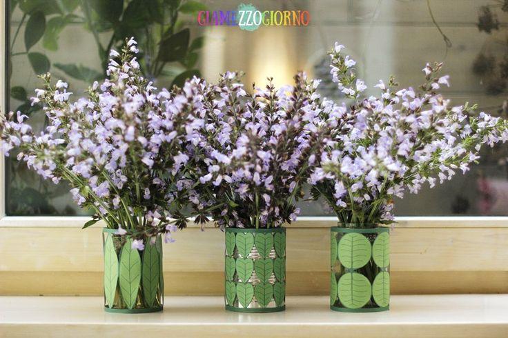 Questa volta si ricicla!   Se come me non avete vasi da fiori in casa, armatevi di vasetti in vetro, lattine, bottiglie in plastica e cartoni del latte e con questo progettino, qualunque contenitore potrà ospitare i vostri fiori ;)  .  .  .  #diy #faidate #crafting #riciclo #carta #portavaso #vaso #recycling #paper #flowerpot