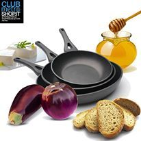 CROSTINI CON CREMA DI FORMAGGIO E MELANZANE Avete bisogno di un'idea per un aperitivo sfizioso e semplice? Vi basteranno 2 melanzane, formaggio cremoso, pane di grano duro a fette, un cucchiaio di miele. #antipasto #pane #ricette #aperitivo #happyhour #formaggio https://www.facebook.com/photo.php?fbid=584106738301872&set=a.584106708301875.1073741835.419291054783442&type=3&theater