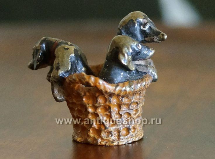 """Mosantique.ru - портал и антикварный интернет-аукцион, посвященый венской бронзе и скульптуре: Миниатюра """"Щенки таксы в корзине"""""""