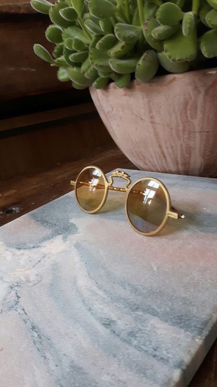 RARE VINTAGE SUNGLASSES, ONLY PAIR! RULED BY WOLVES