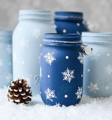 Easy DIY snowflake mason jars - Christmas upcycling craft // Hópelyhes festett befőttes üvegek - kreatív téli dekoráció // Mindy - craft tutorial collection // #crafts #DIY #craftTutorial #tutorial #DIYCheapHomeDecor #DIYHomeDecor #KreatívDekorációk