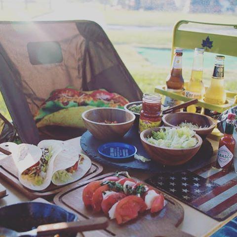 【aco_camper】さんのInstagramをピンしています。 《タコスパーティ 子どもたちにも大好評‼️ ビールも進んでたのしいディナータイムでした ❤️ #キャンプ #camp #アウトドア #outdoor #helinox #ヘリノックス #海 #夕日 #キャンプ飯 #タコス #outingstylejp #北海道キャンプ #海キャンプ》