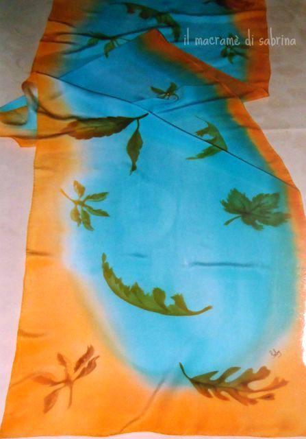 Sciarpa in crepe de chine dipinta. Deka silk con tecnica mista aerografo e acquerello.