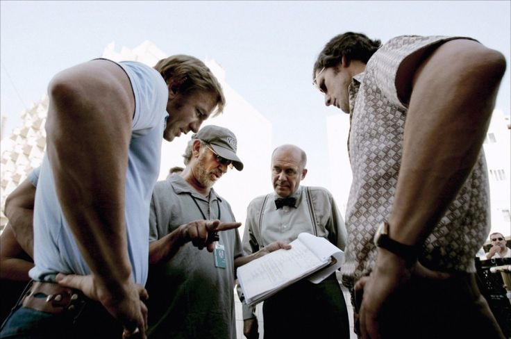 Daniel Craig, Steven Spielberg, Hanns Zischler and Eric Bana on-set of Munich (2005)