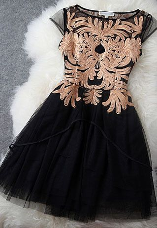 Price:$89.99 Color: Light Brown/Black Material: Organza Elegant sweet floral embroidered contrast color dress