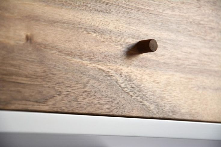 """0 kedvelés, 1 hozzászólás – MyBetterShelf (@mybettershelf) Instagram-hozzászólása: """"Walnut drawer front - gentle mid/light-tone www.mybettershelf.com #walnut #drawer #floating…"""""""