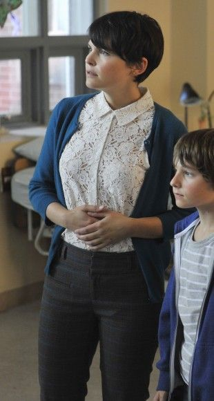 Mary�s white lace collared top on Once Upon a Time.  Outfit Details: http://wornontv.net/2701/ #OUAT