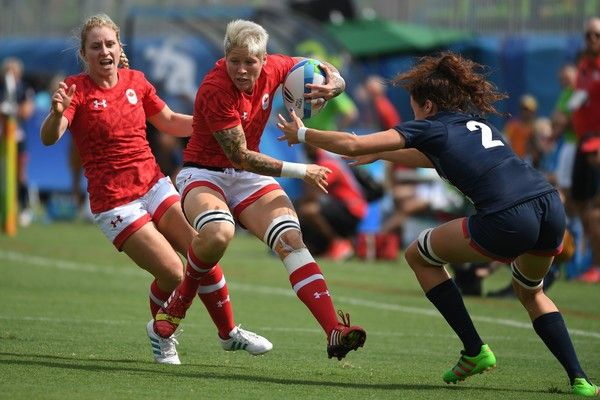 Canada's Jennifer Kish runs with the ball in the womens rugby sevens match between Canada and Britain during the Rio 2016 Olympic Games at Deodoro Stadium in Rio de Janeiro on August 7, 2016. / AFP / Pascal GUYOT