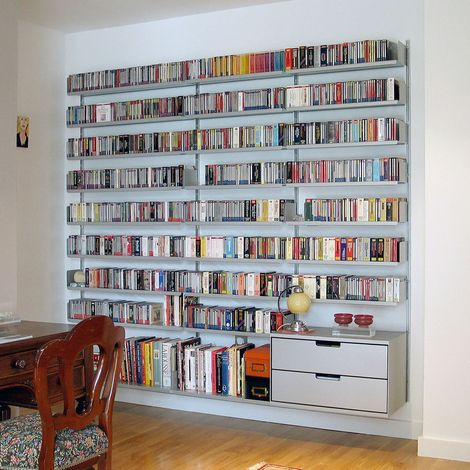 Bookshelf for hallway - Shelving system for Vitsœ by designer Dieter Rams in 1960 #bookshelf #library #roomwithbooks