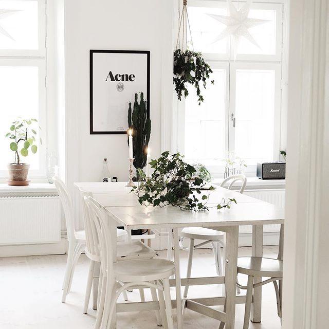Mys med ljus i köket ❤️ #interior4all #inredningstips #homedecor #interior123 #interiorforyou #design #finahem #interiordecoration #inredning #heminredning #inspiration #interiordesign #interiorinspo #interior #interior4you #skandinaviskt #interiör #fotografi #scandinavianhomes #mitthem #homedeco #södermalm #sofo #monochromeinterior #sekelskifte #levaobo #kök #kitchen