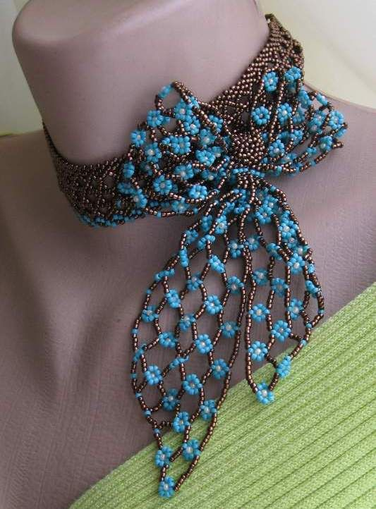 Gergeous Beaded Bow Necklace