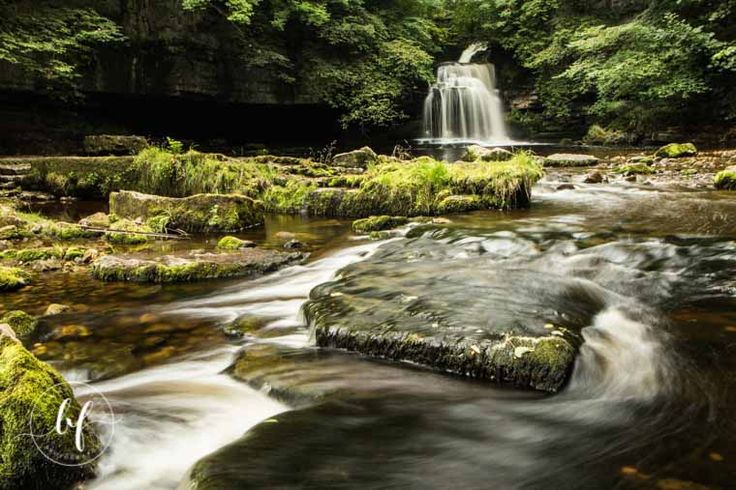 Waterfall Nth Yorkshire. Shutter speed 1.6 sec, F/20, Focal length 22 mm, K scale 5900, Polaroid filter, ISO 100. Canon 80D, Canon 17-40mm lens