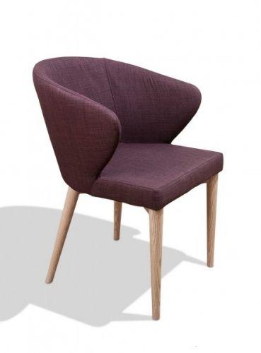 Tøff spisestol med armlener, moderne sete og tradisjonelle skråstilte 60-talls inspirerte ben.Denne stolen utgår i vårt sortiment.Mål:Bredde: 58 cmDybde: 59 cmHøyde: 78 cmSittehøyde 45 cmMateriale:Sete- 100% PolyesterBen- AskVedlikehold:Vi anbefaler bruk av Colourlock Universal Protector med silikon.Produkter inneholder UV-filter mot solbleking og virker antistatisk, fiberforsterkende og nuppehemmende.