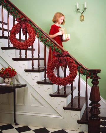 Christmas DecorationsChristmas Wreaths, Holiday Wreaths, Christmas Decor Ideas,  Handrail, Christmas Stairs,  Banister, Christmas Garlands, Stairways, Christmas Staircases