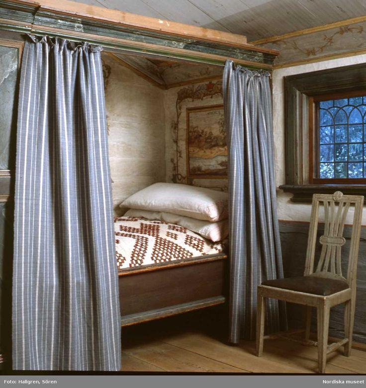Bollnässtugan. Inbyggd säng med sängskåp.