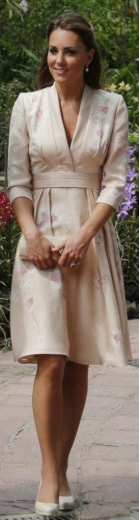Kate Middleton in a pink kimono by Jenny Packham on the royal tour