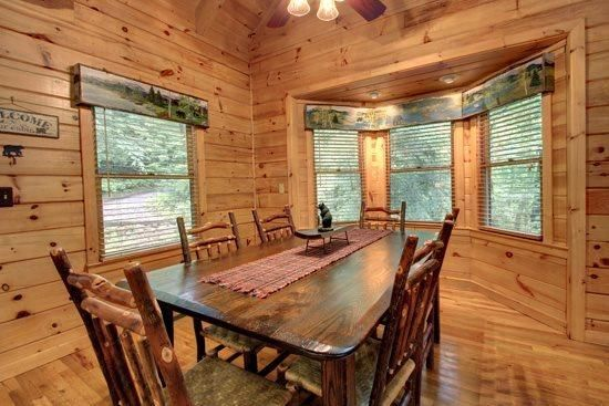 BEARS NEST- 3BR/3BA- CABIN SLEEPS 10, LOCATED ON THE TOCCOA RIVER, GAS & CHARCOAL GRILL, HOT TUB, FIRE PIT, DECK OVER THE RIVER, SATELLITE RADIO, WIFI, NETFLIX ONLY, WII CONSOLE, PET FRIENDLY! STARTING AT $220 A NIGHT in Blue Ridge