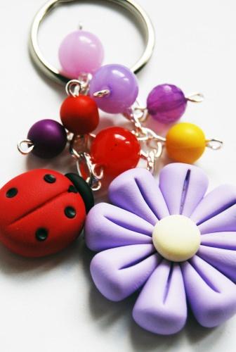 Portachiavi Fiore e Coccinella in fimo con perline (lilla)