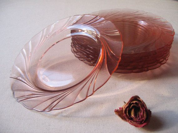 8 assiettes Vereco à dessert en verre rosé / Beau Rivage / Motif tourbillon spirale / Années 1960 / Vaisselle française / Depression glass