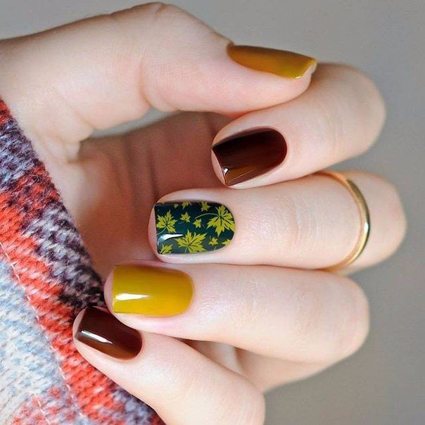 Дизайн ногтей с осенними мотивами, с негативным пространством, покрытым ажурными завитками, с оригинальными контрастами и неординарными цветовыми решениями