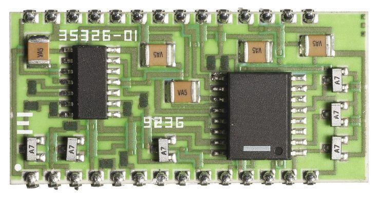 Especificaciones de un LGA 775. El LGA 775 es un formato para placas madres y CPU. Fue diseñado por Intel para usar en sus procesadores. Las placas madre y procesadores para el LGA 775 estándar tienen una serie de especificaciones. En abril de 2011, tanto las placas madres como los CPU siguiendo este estándar aún podían ser comprados en las tiendas.