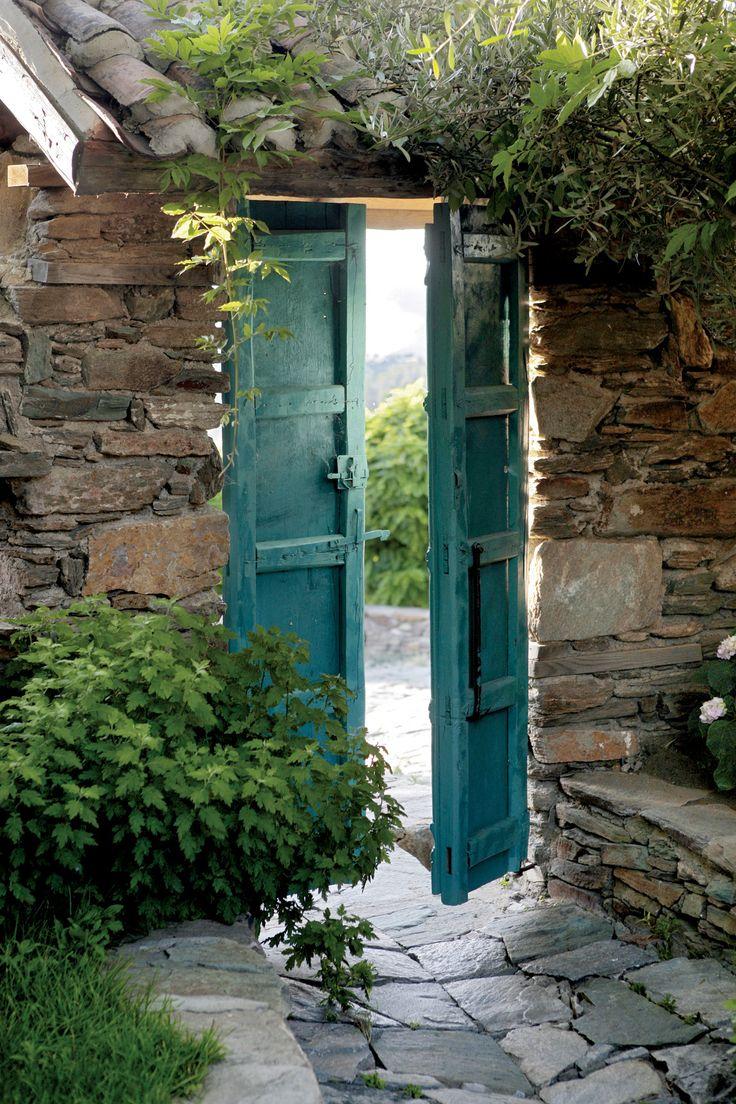 blue gate.  Sirince, Turkey  Eden na wzgórzach - dom w Turcji - Weranda Country